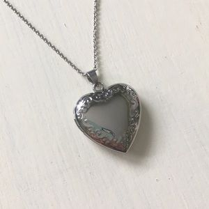 "Jewelry - ❤️Heart Locket Necklace Stainless Steel 18"" Chain"